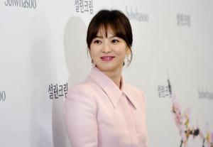 [ER포토]벚꽃 처럼 화사한 패션 선보인 송혜교(화보)