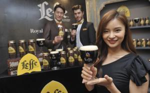 [ER포토]혼술하기 좋은 맥주 '레페 브룬'-'레페 블론드'